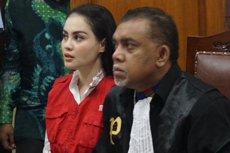 Artis Jennifer Dunn saat menjalani sidang di Pengadilan Negeri Jakarta Selatan, Kamis (19/4/2018).