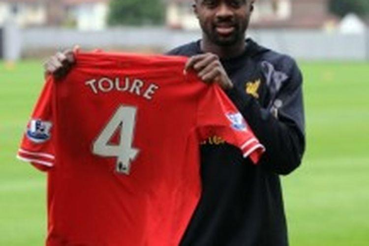 Kolo Toure resmi bergabung dengan Liverpool.