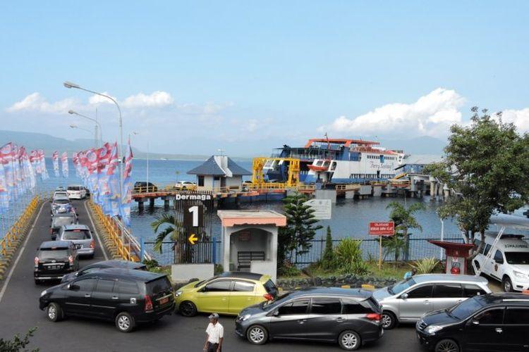 Suasana di Dermaga Pelabuhan Ketapang, Kabupaten Banyuwangi, Jawa Timur, Sabtu (8/6).