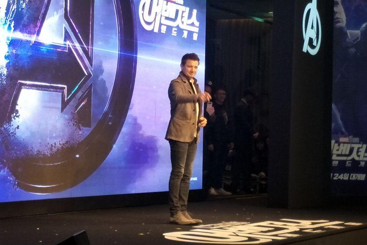 Jeremy Renner pemeran Hawkeye di panggung konferensi pers film Avengers: Endgame di Four Seasons, Seoul, Korea Selatan, Senin (15/4/2019).