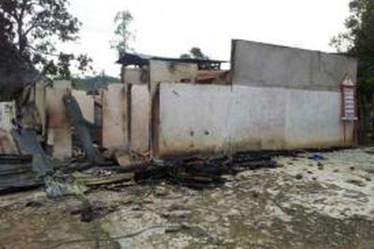rumah ini hangus terbakar akibat pertiakan antar pemuda