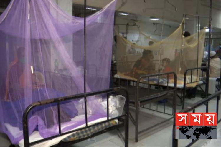 Pasien demam berdarah di rumah sakit Bangladesh. [SS/YOUTUBE/SOMOY TV BULLETIN]