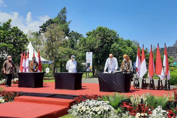 Perjanjian Pengusahaan Jalan Tol (PPJT) dan Perjanjian Penjaminan Proyek Jalan Tol Yogyakarta-Bawen resmi ditandatangani pada Jumat (13/11/2020). PPJT dilakukan oleh Menteri PUPR Basuki Hadimuljono, Kepala BPJT Danang Parikesit, dan Dirut PT Jasamarga Jogja Bawen Mirza Nurul Handayani.