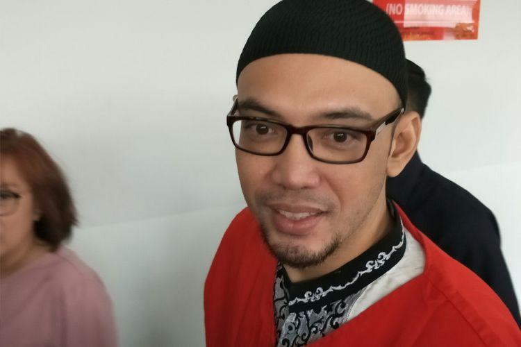 Sandy Tumiwa jalani sidang putusan di Pengadilan Negeri Jakarta Pusat, kawasan Gunung Sahari, Kamis (17/10/2019).