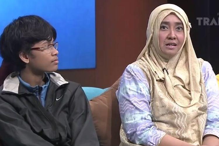 Musa Izzanardi Wijanarko dan sang Ibu di acara Hitam Putih Trans7