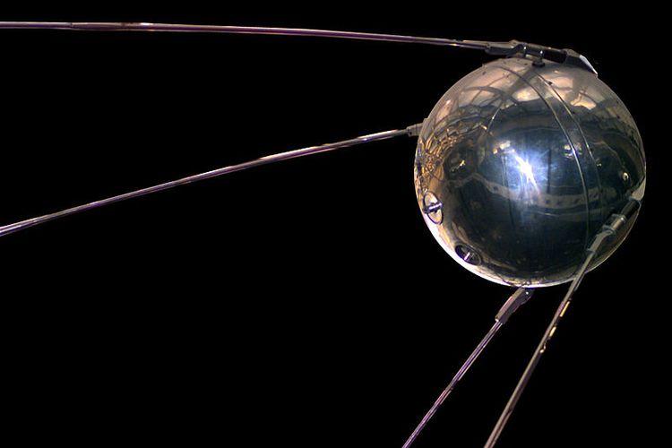 Replika Sputnik 1 yang disimpan di Museum Dirgantara dan Angkasa Luar, Washington DC.
