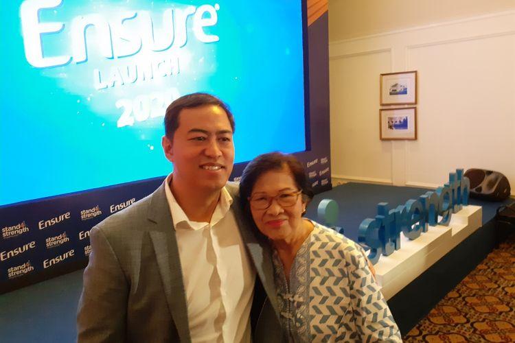 Pandji Pragiwaksono bersama ibunya Yo Hassni saat ditemui di kawasan Menteng, Jakarta Pusat, Kamis (5/3/2020).