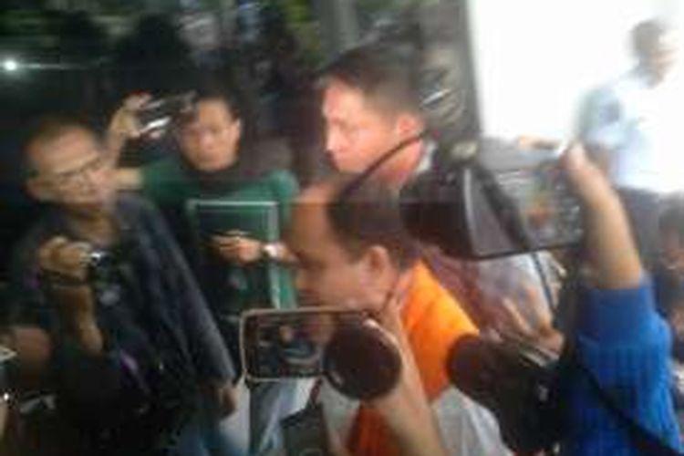 Bupati non aktif Kabupaten Banyuasin Yan Anton Ferdian tiba di rumah tahanan negara kelas I Palembang tadi sore (28/12)