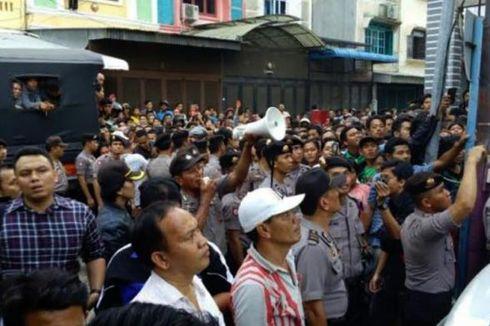 Warga Medan Membeludak Tonton Pembongkaran Makam TKW