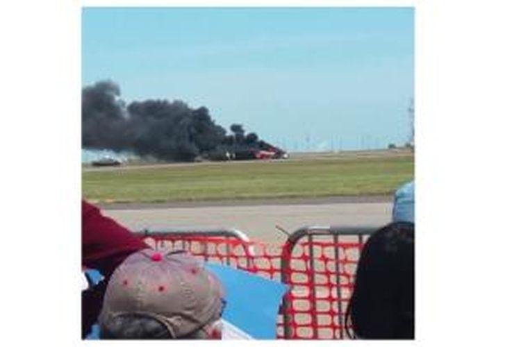 Laman Huffingtonpost memuat video kecelakaan pesawat yang menewaskan Eddie Andreini, Minggu (4/5/2014), di tengah pertunjukan akrobatik udara Thunder Over Solano di Pangkalan Udara Travis, California, Amerika Serikat