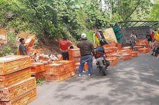 Mesin Tiba-Tiba Mati di Turunan, Truk yang Angkut 3 Ton Ayam Terguling