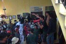 Tolak Pilkades Serentak, Massa Blokade Jalur Trans Sulawesi dan Ricuh di Dinas Sosial