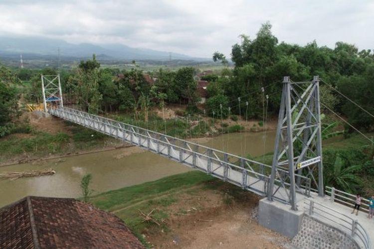 Jembatan Gantung Mbah Buto di Provinsi Jawa Timur.