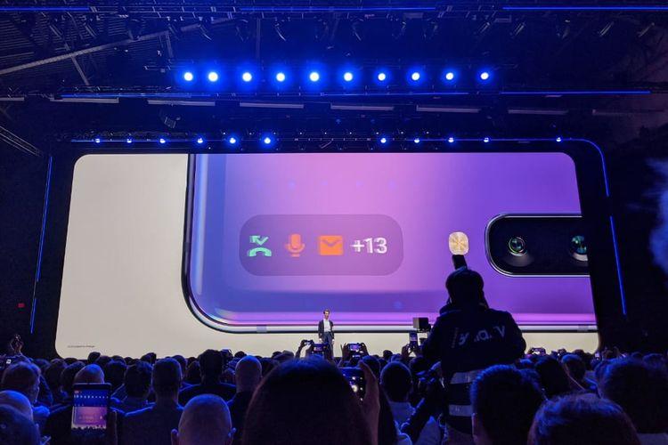 Layar mungil di punggung Galaxy Z Flip yang bisa menampilkan notifikasi.