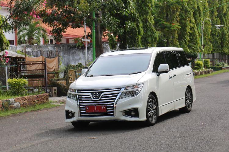 Warga Kota Probolinggo boleh memakai mobil dinas wali kota Probolinggo untuk akad nikah..