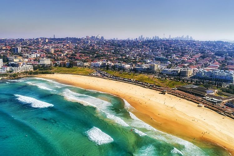 Ilustrasi Australia - Pantai Bondi di Sydney (SHUTTERSTOCK/Taras Vyshnya).