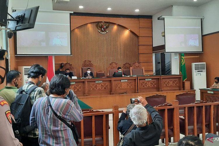 Suasana sidang putusan gugatan praperadilan Ruslan Buton, tersangka ujaran kebencian presiden diminta mundur di Pengadilan Negeri Jakarta Selatan, Kamis (25/6/2020)