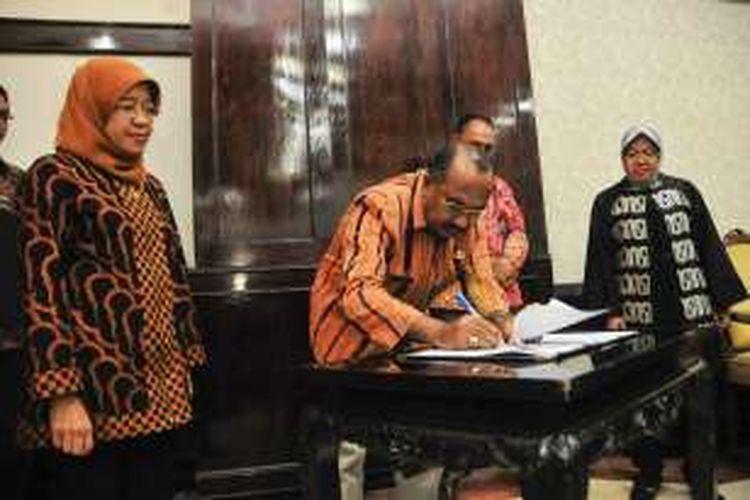 Pejabat Pemkab Ngada menandatangani kerja sama dengan Pemkot Surabaya, Kamis (8/12/2016) di Surabaya.