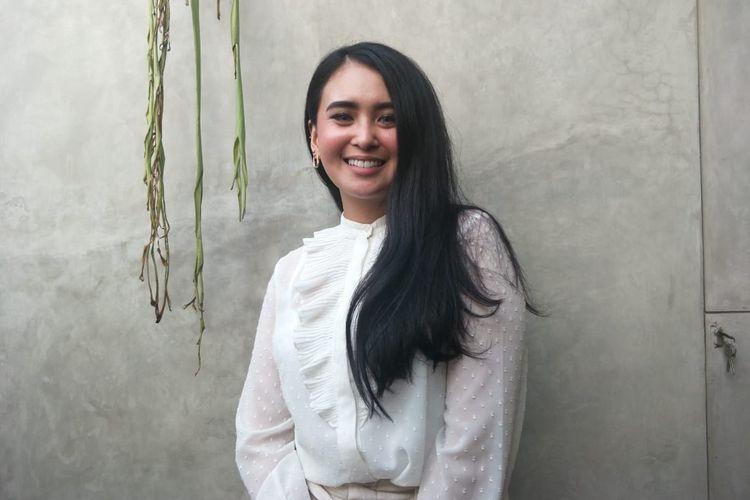 Ayushita saat ditemui usai pembukaan pameran Jejang Langkah Toer di RBOJ Coffee, Jakarta Selatan, Senin (5/8/2019).
