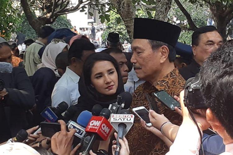 Luhut Binsar Panjaitan saat menghadiri pemakaman BJ Habibie di TMP Kalibata, Jakarta Selatan, Rabu (12/9/2019).