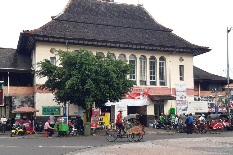 Suasana Pasar Gede Solo, Jawa Tengah, Senin (30/11/2020). Pasar ini ditutup sementara selama tujuh hari dimulai Selasa (1/12/2020) hingga Senin (7/12/2020) setelah ada 11 pedagang terkonfirmasi positif Covid-19.
