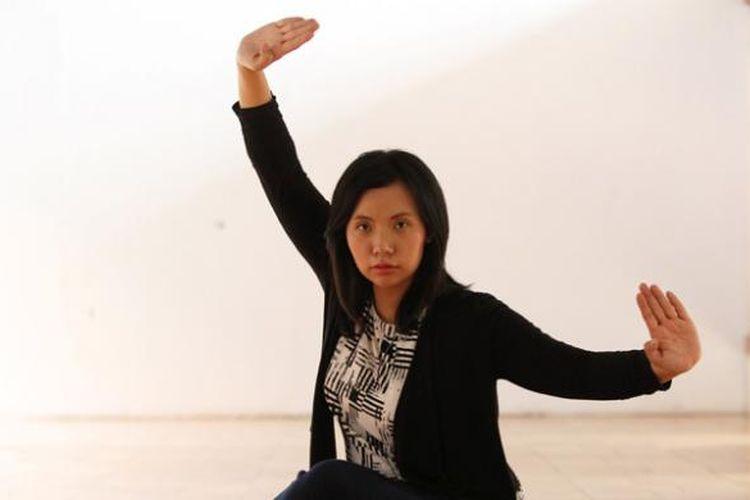 Livi Zheng, sutradara, produser, dan bintang film Brush with Danger asal Indonesia, berpose di sela sesi wawancara oleh Kompas.com, Jakarta, Jumat (30/10/2015). Brush with Danger akan menjadi film layar lebar perdana arahan sutradara kelahiran Indonesia yang mengenyam pendidikan di Amerika Serikat tersebut.
