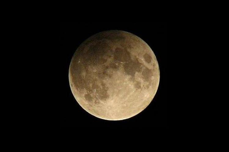 Gerhana bulan penumbra. Tak seperti fenomena gerhana bulan umumnya, bulan takkan berwarna merah darah.