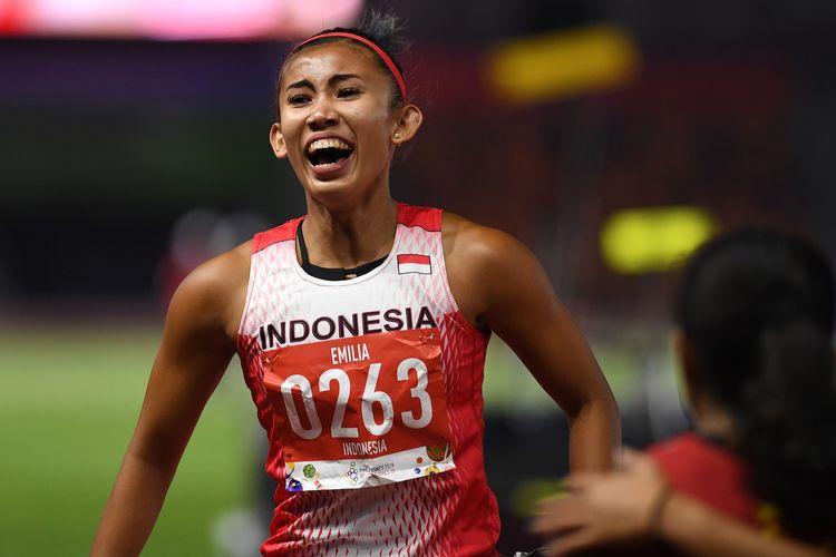 Pelari Indonesia Emilia Nova beraksi setelah berhasil menyelesaikan Lomba Lari Gawang 100 Meter Putri SEA Games ke-30 di Stadion Atletik New Clark, Filipina, Senin (9/12/2019). Emilia Nova berhasil mencapai finis tercepat dengan catatan waktu 13,61 detik sehingga meraih medali emas.