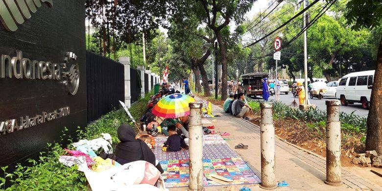 Para pencari suaka yang kembali ke trotoar Kebon Sirih, Jakarta Pusat, Kamis (10/10/2019).
