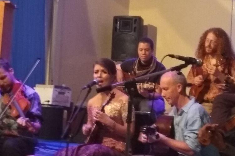 Hannah Standiford ketika tampil di Balai Soedjatmoko Solo
