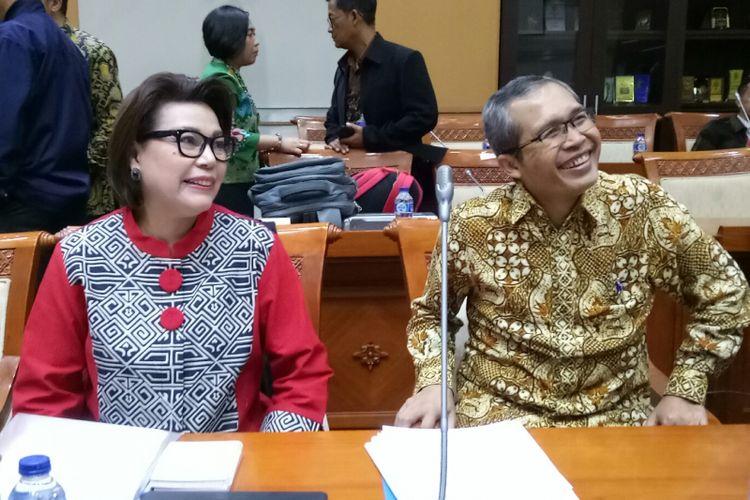 Dua Pimpinan KPK Basaria Panjaitan dan Alexander Marwata di Kompleks Parlemen, Senayan, Jakarta (12/9/2017)