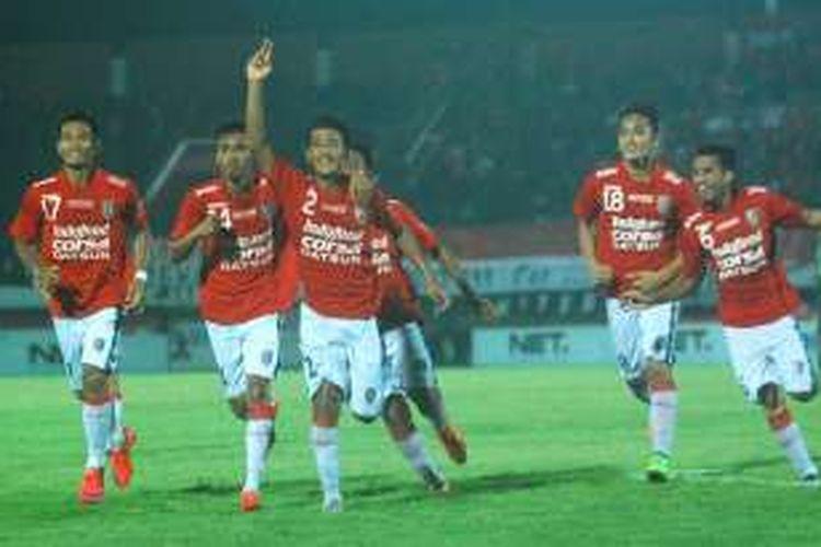 Putu Gede rayakan gol Bali United ke gawang Persib Bandung, Minggu (21/2/2016).
