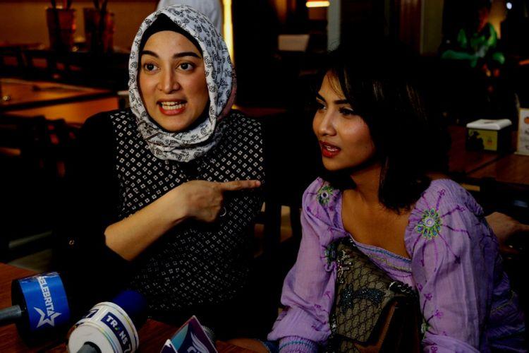 Jane Shalimar dan Vanessa Angel melayani pertanyaan awak media di Epiwalk, Kuningan, Jakarta Selatan, Rabu (1/11/2017).