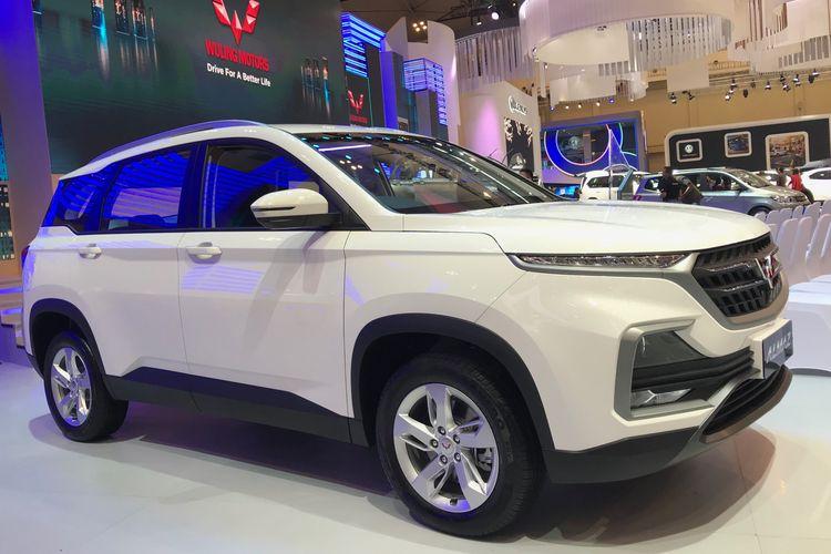 PT SGMW Indonesia (Wuling Motors) meluncurkan mobil baru Almaz varian terendah, dengan harga termurah di GIIAS 2019.