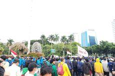 Massa Pedemo Bubarkan Diri, Jalan Medan Merdeka Selatan Dibuka