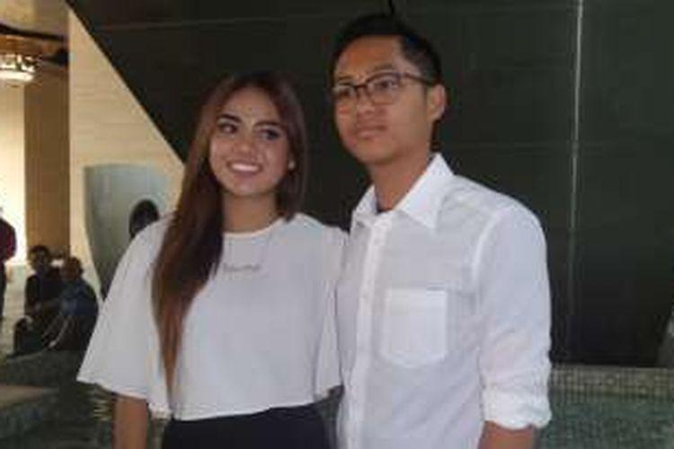 Aurel dan Azriel usai menghadiri ulang tahun Amora Lemos di Hotel Four Season, Jakarta Selatan, Sabtu (10/9/2016).