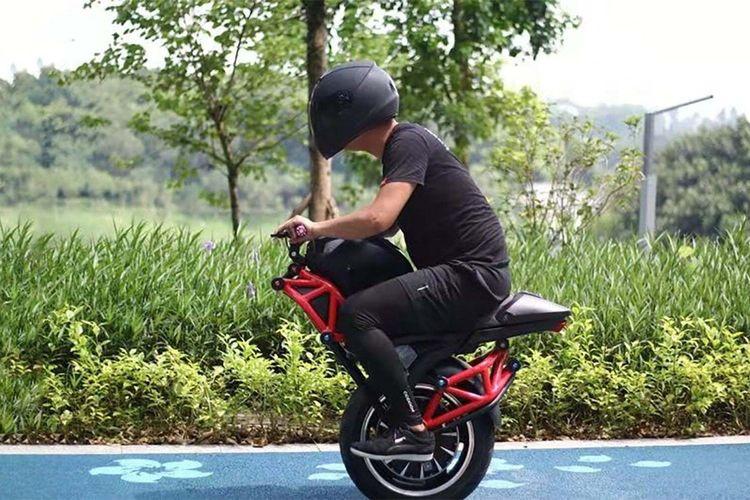 Motor listrik unik beroda satu