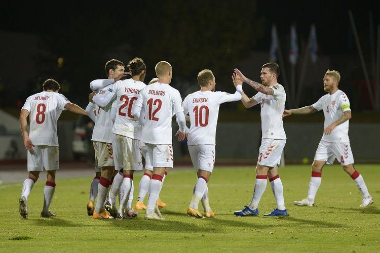 Gelandang Denmark Christian Eriksen (tengah) merayakan gol dengan rekan satu tim selama pertandingan sepak bola UEFA Nations League A Grup 2 Islandia vs Denmark di Reykjavik, Islandia, pada 11 Oktober 2020.