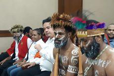 Koteka Dipersoalkan Hakim PN Jakpus, Bagaimana Aturan Pakaian Terdakwa dalam Sidang?