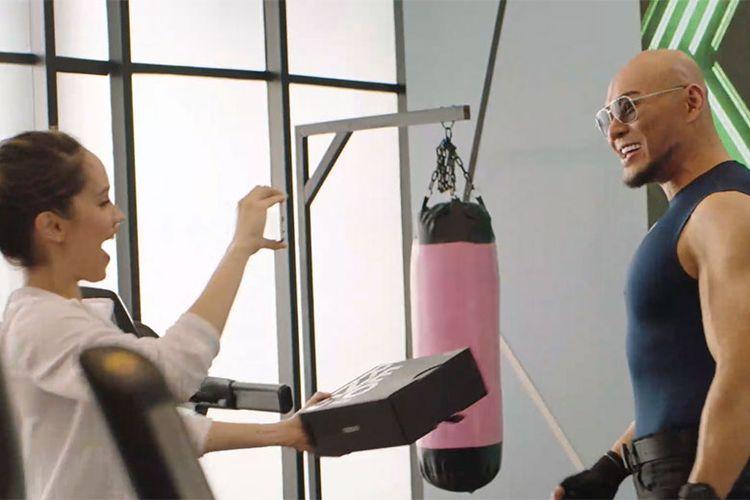 Momen kebersamaan Cinta Laura Kiehl dan Deddy Corbuzier saat di gym.