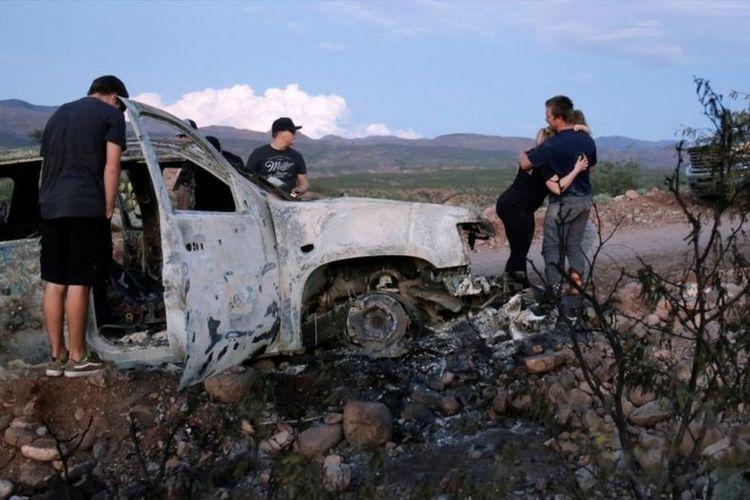 Kondisi mobil penganut mormon yang diserang dan dibakar.