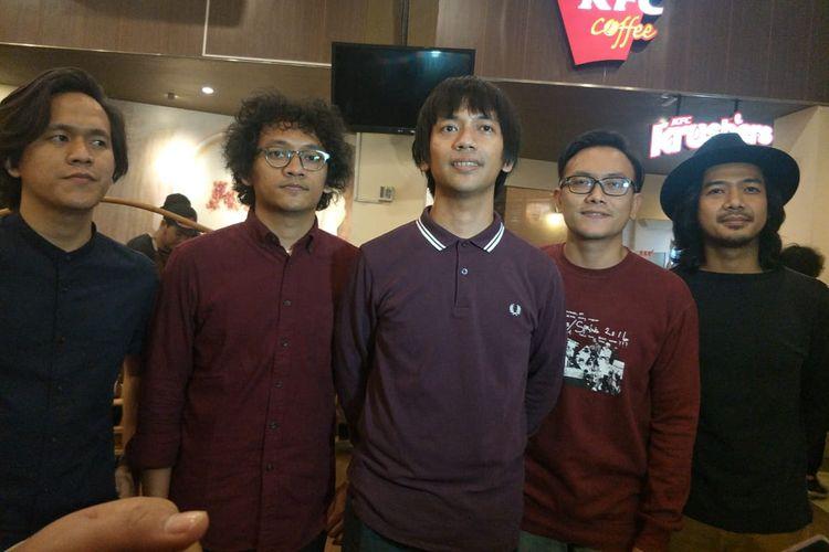 DMASIV dalam jumpa pers peluncuran Album Religi Demi Masa di KFC Kemang, Jakarta Selatan, Kamis (9/5/2019).