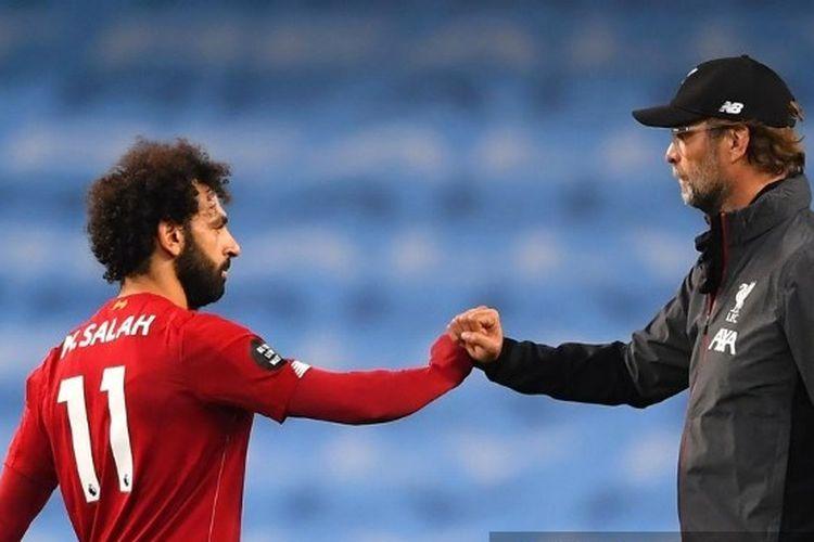 Mohamed Salah dan Juergen Klopp seusai laga Man City vs Liverpool pada pekan ke-32 Liga Inggris 2019-2020.