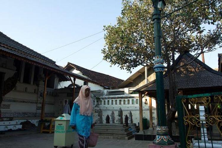 Suasana Kompleks Makam Sunan Gunung Jati atau Syarif Hidayatullah, Cirebon, Jawa Barat, Selasa (1/7/2014). Sebagai salah satu anggota Walisongo, Sunan Gunung Jati memiliki peran penting dalam menyebarkan agama Islam di tanah Jawa.