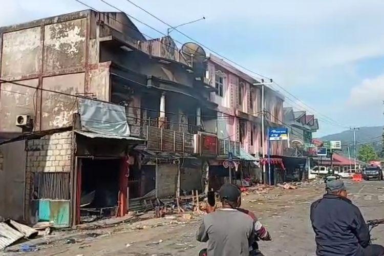 Kondisi salah satu rumah toko (Ruko) di wilayah Dok V Bawah, Distrik Jayapura Utara, yang di jarah dan dibakar massa anarkistis.