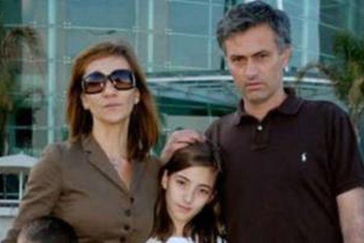 Pelatih Chelsea, Jose Mourinho, dan istrinya, Matilde.