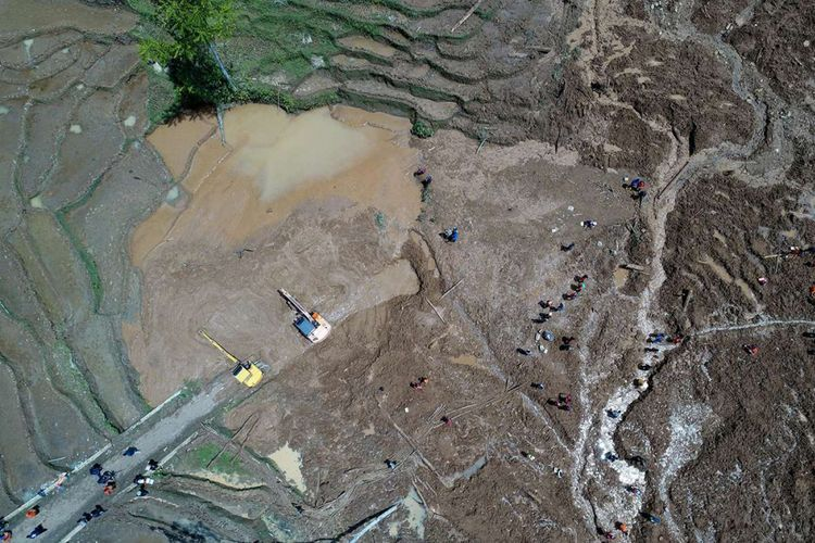 Lokasi tanah longsor di Desa Pasirpanjang, Kecamatan Salem, Kabupaten Brebes, Jawa Tengah, Sabtu (24/2/2018). Peristiwa ini megakibatkan lima orang tewas, 18 orang hilang, dan puluhan rumah rusak.
