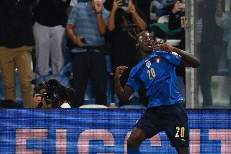 Penyerang timnas Italia Moise Kean mencetak gol pada kemenangan besar 5-0 kontra Lituania di partai Grup C Kualifikasi Piala Dunia Zona Eropa, Kamis (9/9/2021).