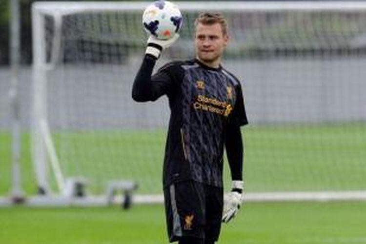 Kiper baru Liverpool, Simon Mignolet.