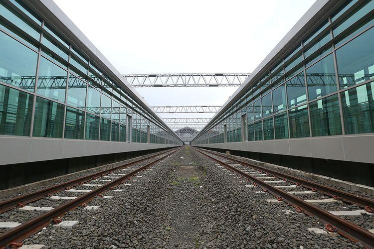 Proyek stasiun kereta di Bandara Soekarno Hatta, Tangerang, Rabu (12/4/2017). Pembangunan stasiun kereta Bandara Soekarno-Hatta sudah rampung sekitar 90 persen dan diperkirakan akan mulai beroperasi dipertengahan tahun 2017.
